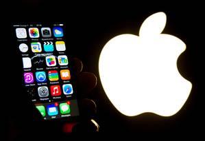 Apple é acusada de falha de design proposital no iPhone 6 Foto: ANDREW BURTON / AFP