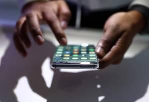 Usuário de smartphone Foto: Chris Ratcliffe / Bloomberg
