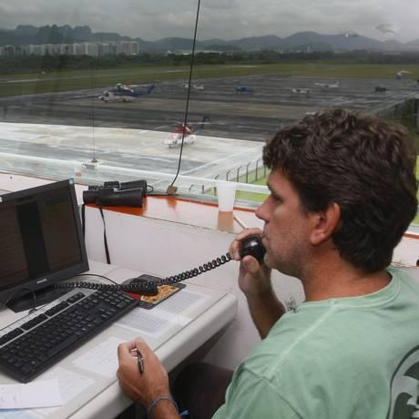 Torre de controle do aeroporto de Jacarepaguá Foto: André Teixeira / Agência O Globo