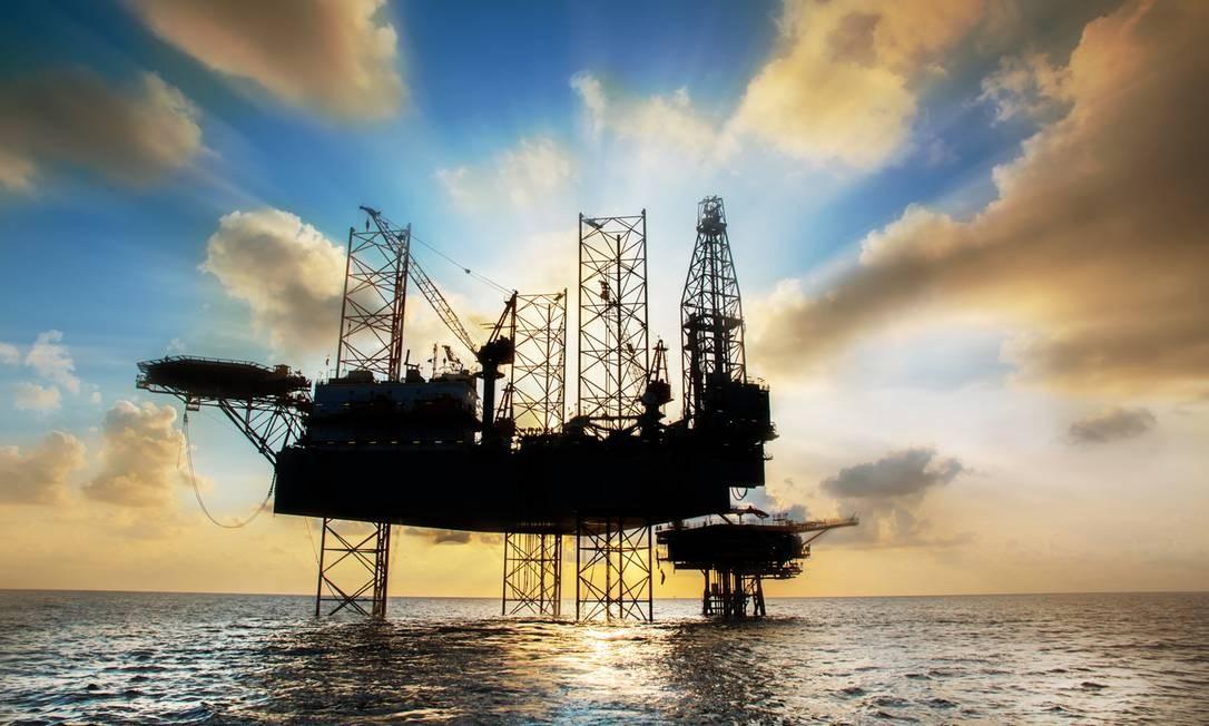 Plataforma de petróleo: futuros de Brent subiram US$ 2,14, ou 3,1%, atingindo US$ 70,74 Foto: Reprodução
