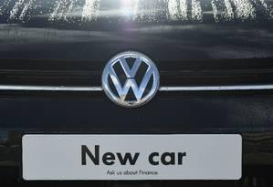 Logomarca da Volkswagen em loja em Londres Foto: TOBY MELVILLE / REUTERS