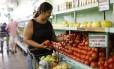 Preços dos alimentos em queda têm ajudado na desinflação Foto: Domingos Peixoto / Agência O Globo
