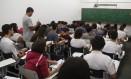 Alunos também ficam tensos na hora de estudar Foto: Marcelo Carnaval / Agência O Globo