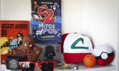 Itens geek que integraram diversas caixas do clube de assinatura Nerd ao Cubo Foto: Pablo Jacob / Agência O Globo