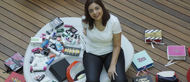 Renata Pacheco já assinou vários clubes de cosméticos e gerencia a maior comunidade de membros do GlamBox no Brasil Foto: Marcelo Carnaval / Agência O Globo