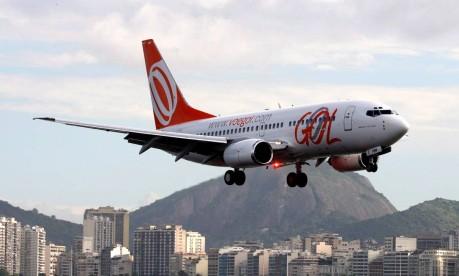 Avião da Gol pousa no aeroporto Santos Dumont, no Rio de Janeiro Foto: Marcelo Carnaval / O Globo