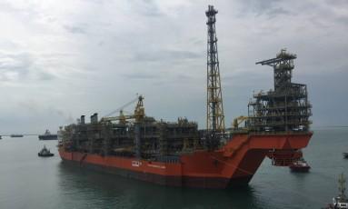 O FPSO Pioneiro de Libra saiu do estaleiro da Jurong em Cingapura no dia 28 de março rumo ao Brasil Foto: Divulgação