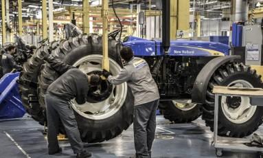 A situação da indústria: fábrica da Case New Holland, em Curitiba Foto: Paulo Fridman / Bloomberg