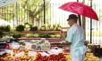 Preços dos alimentos têm ajudado a manter a inflação comportada Foto: Mônica Imbuzeiro / Agência O Globo