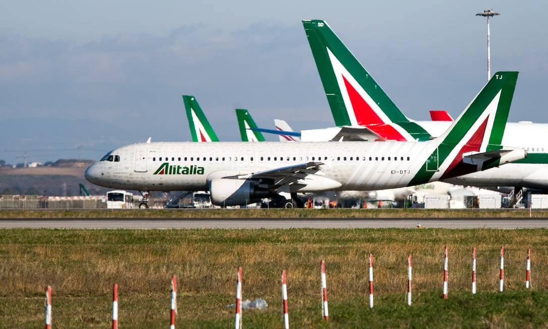 Aeronaves da Alitalia no aeroporto Fiumicino, em Roma Foto: Alessia Pierdomenico / Bloomberg