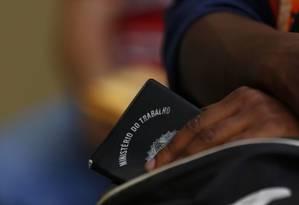 Desemprego ainda atinge 12,6 milhões de brasileiros Foto: Pablo Jacob / Agência O Globo