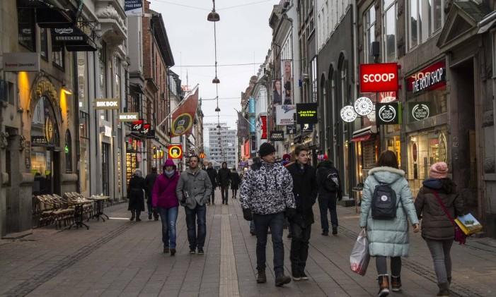 Copenhague, na Dinamarca, vende os tênis mais caros do mundo. Foto: Freya Ingrid Morales / Bloomberg