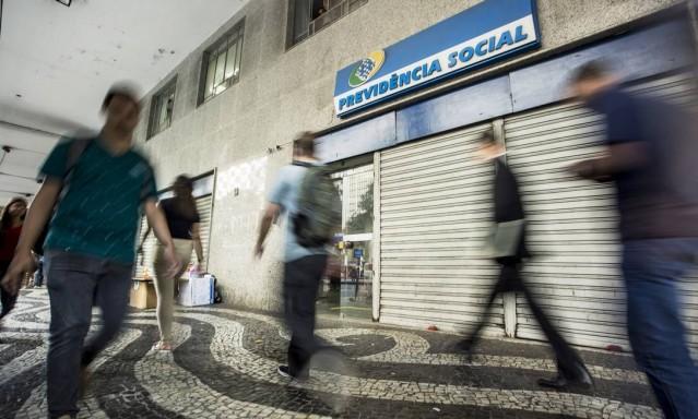 IDADE MÍNIMA PARA APOSENTADORIA DE POLICIAIS VAI A 55 ANOS