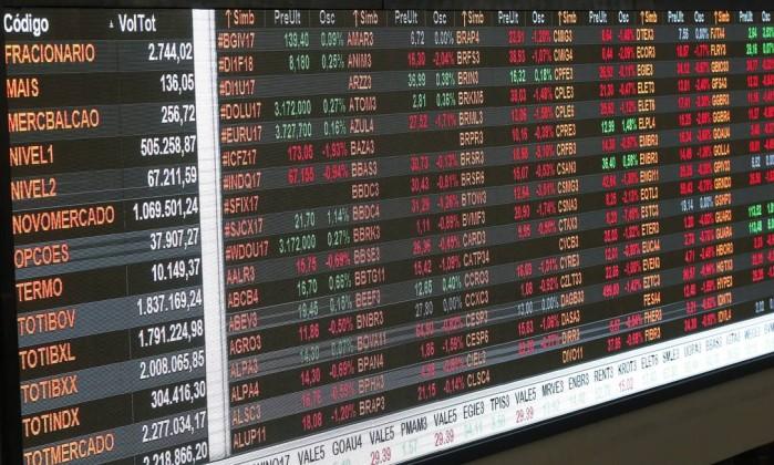 Economia: Meirelles pede que agências 'adiassem' revisão de nota do Brasil