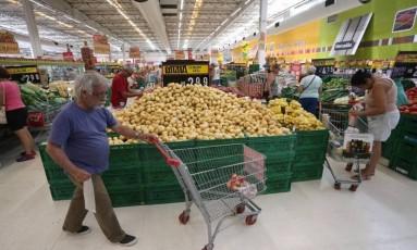 Queda no preço dos alimentos Foto: Márcio Alves / Agência O Globo