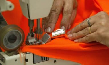 Cooperativa de costureiras funciona dentro da Incubadora de Cooperativas, em Macaé, RJ. Foto: Paulo Barreto / Agência O Globo