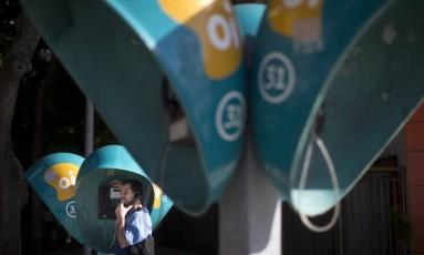 Orelhões na Avenida Atlantica, no Leme Foto: Márcia Foletto / Agência O Globo