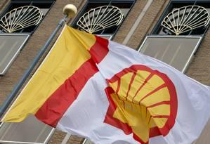 Logomarca da Shell no escritório central em Haia Foto: Peter Dejong / AP