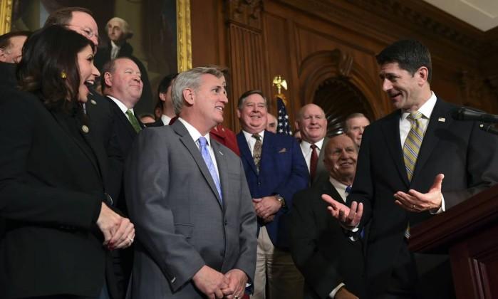 Reforma fiscal de Trump é aprovada pela Câmara de Representantes dos EUA