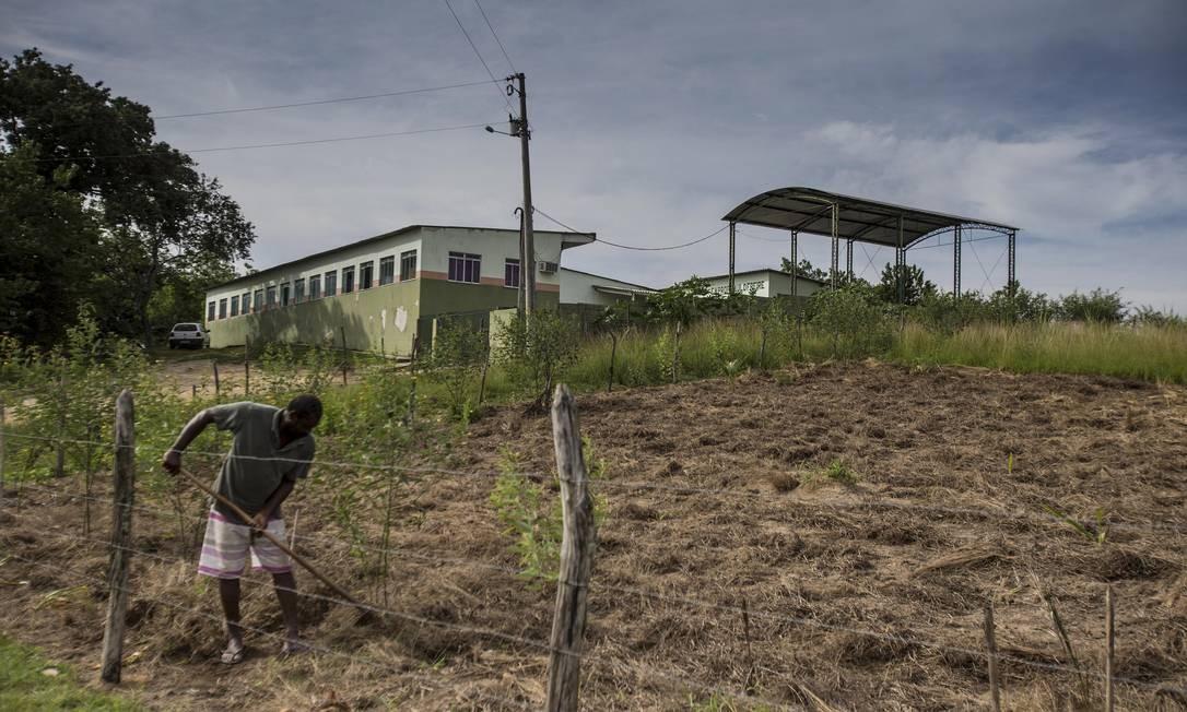 Trabalhador em Seropédica: mudanças na aposentadoria rural podem ser retiradas da nova proposta do governo Foto: Alexandre Cassiano / Agência O Globo