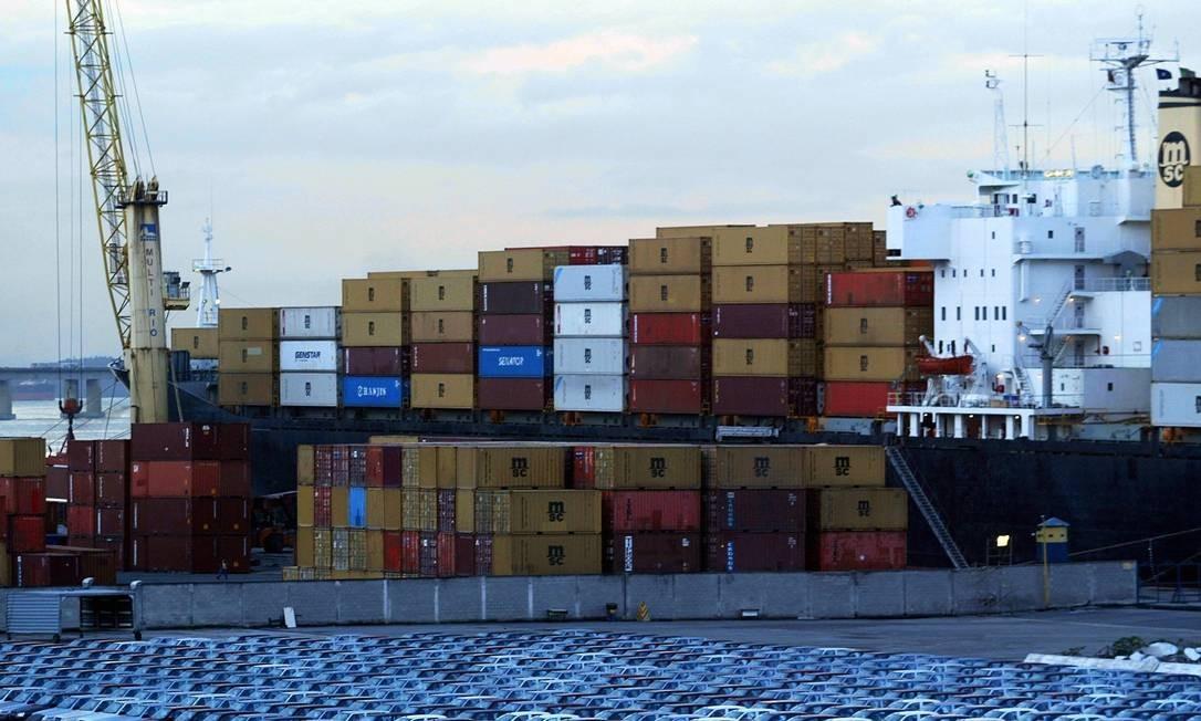 Exportações caíram para os principais mercados em outubro. Foto: Fábio Rossi / Agência O Globo