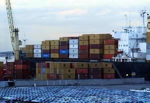 Exportações caíram para os principais mercados em outubro Foto: Fábio Rossi / Agência O Globo