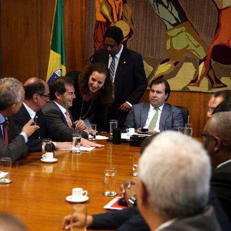 O presidente da Câmara, Rodrigo Maia (DEM), durante reunião com centrais sindicais para discutir reforma da Previdência. Foto: Givaldo Barbosa / Agência O Globo