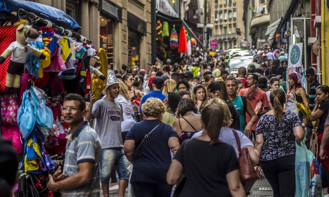 Comércio na região da rua 25 de março, em São Paulo. Foto: Cris Faga / Fox Press Photo / Agência O Globo