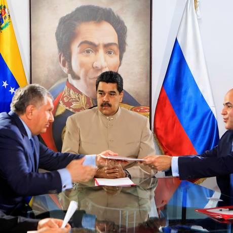 Presidente Venezuelano, Nicolas Maduro, o presidente da Rosneft, Igor Sechin, e presidente da PDVSA, Manuel Quevedo. Foto: HANDOUT / REUTERS