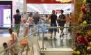 Movimentação dos shoppings às vésperas do Natal. Na foto, movimento fraco no Shopping Rio Sul, em Botafogo, na tarde de domingo. Foto: Leo Martins / Agência O Globo