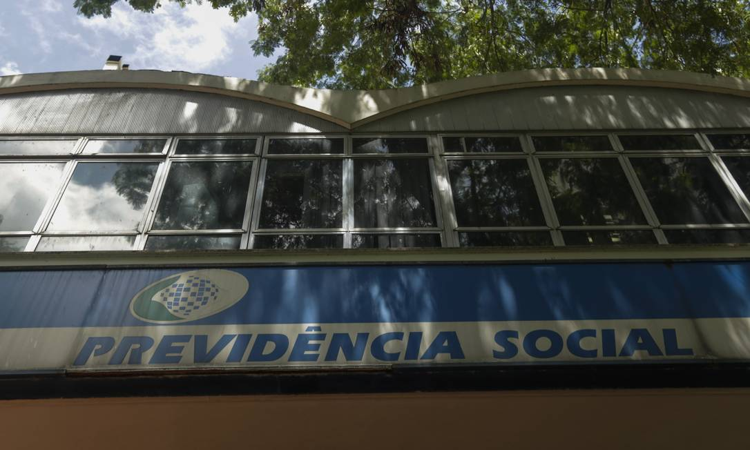 Posto da Previdência Social na Av. Presidente Vargas, no Rio. Foto: Gabriel de Paiva / Agência O Globo