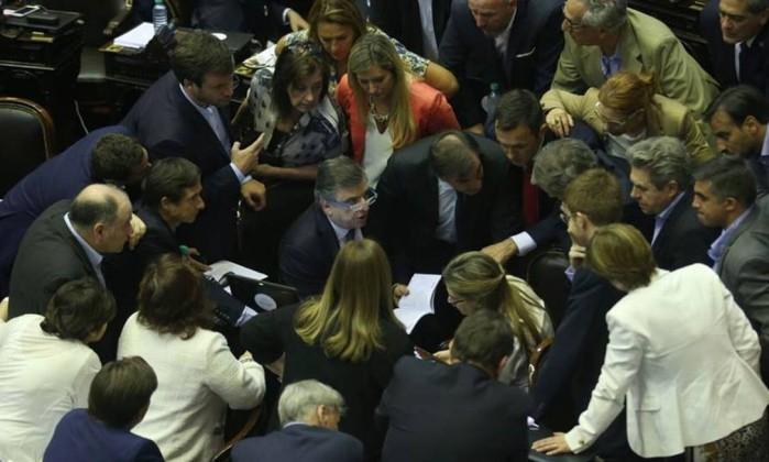 Sindicatos argentinos convocam greve geral contra votação de reforma