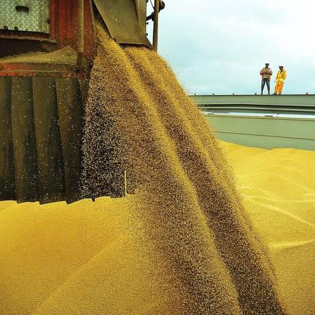 Exportação de soja no Porto de Paranaguá Foto: IvanBueno / Agência O Globo