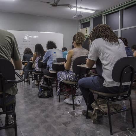 RIO Rio de Janeiro 08/10/2017 - Prova para concurso em sistema de ensino particular atrai o triplo de candidatos. Foto: Analice Paron / Agência O Globo. Foto: Analice Paron / Agência O Globo
