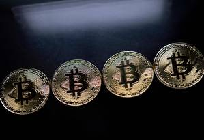 Bitcoins enfileiradas Foto: JUSTIN TALLIS / AFP