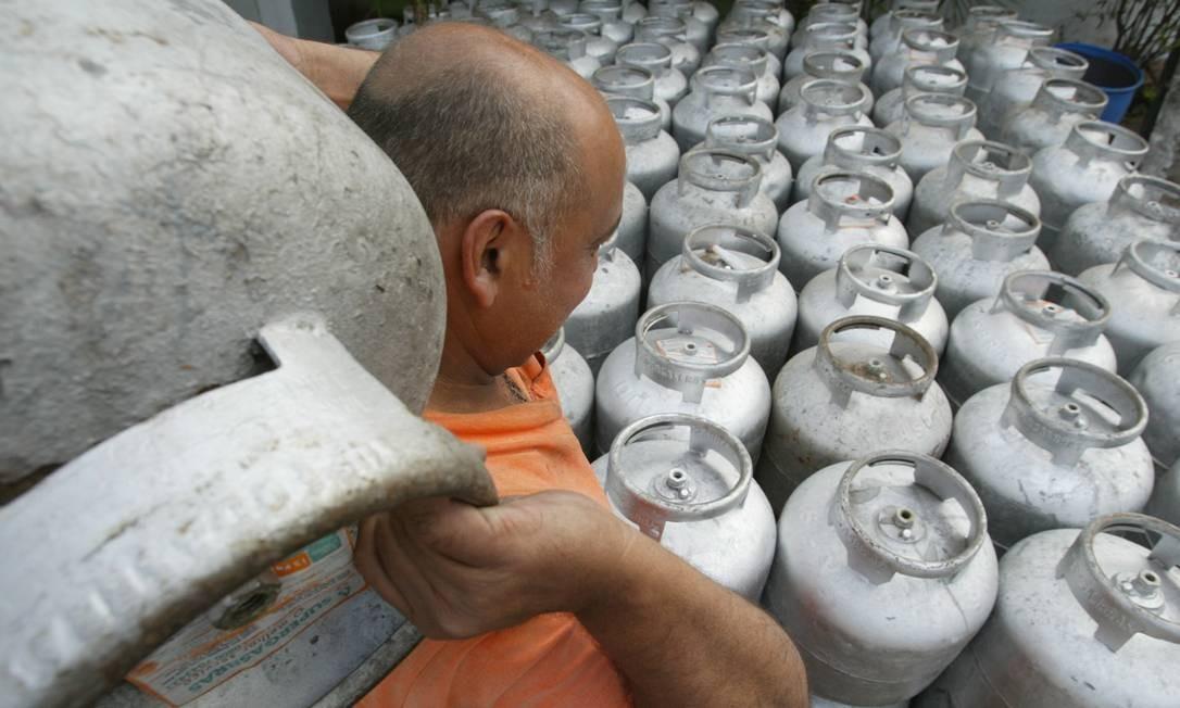 Preços do gás de botijão ficaram praticamente estáveis em 2019 Foto: Marco Antônio Teixeira / Agência O Globo
