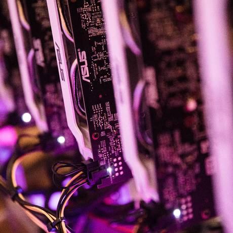 Computador usado para minerar criptomoedas na Hungria Foto: Akos Stiller / Bloomberg
