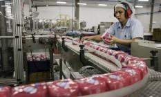 Fábrica de produtos de higiene pessoal em Camaçari, na Bahia. Foto: Paulo Fridman / Bloomberg News