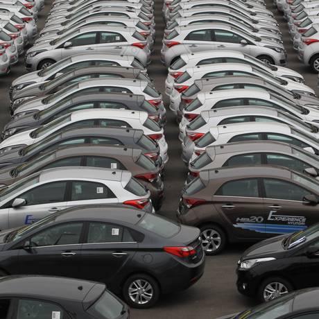 Pátio de indústra automotiva em São Paulo Foto: Marcos Alves / Agência O Globo