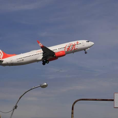 Avião decola do aeroporto Santos Dumont Foto: Agência O Globo