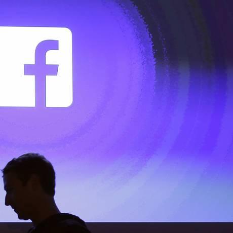 Sombra de Mark Suckerberg, um dos fundadores do Facebook Foto: Marcio Jose Sanchez / AP