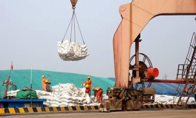Soja chega no porto de Nantong, na província de Jiangsu. Foto: AFP