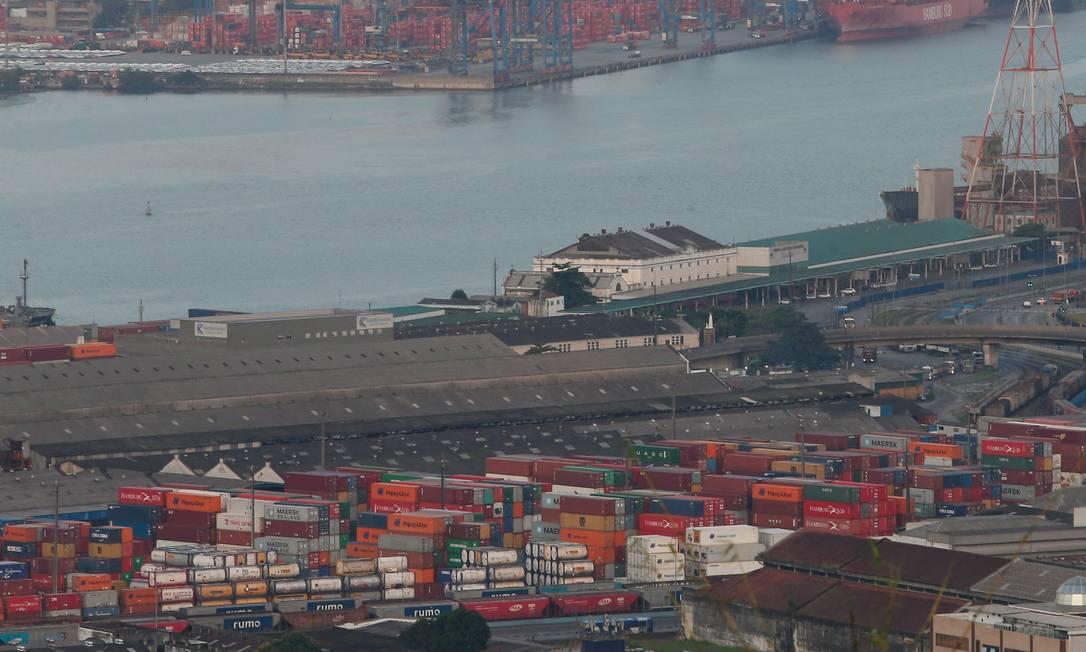 Estímulo - Nova medida provisória busca, entre outras iniciativas, desburocratizar a rotina de exportadores e importadores Foto: Marcos Alves / Agência O Globo