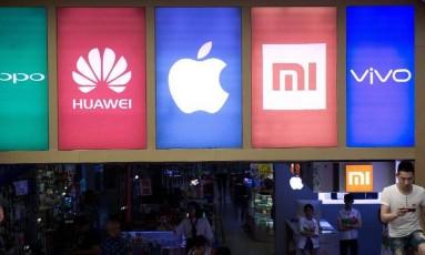 Fachada de loja na China com as marcas vendidas no interior Foto: Reprodução de internet
