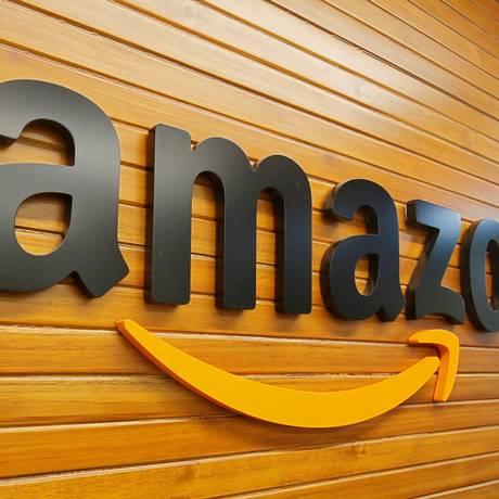 Logo da Amazon no escritório da companhia na Índia. Foto: ABHISHEK CHINNAPPA / REUTERS