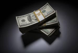 Pacotes com notas de US$ 100. Foto: Scott Eells / Bloomberg