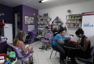 Preço de serviços em salão de beleza. Foto: Zeca Gonçalves / .