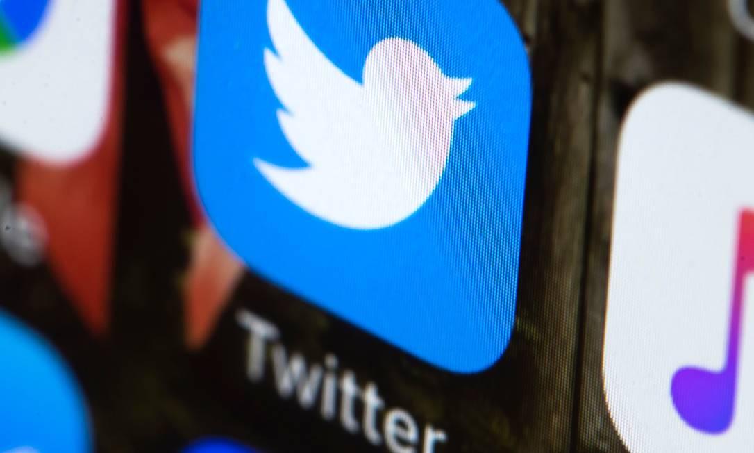 App do Twitter em um telefone. A empresa pediu que seus usuários troquem as senhas Foto: Matt Rourke / AP