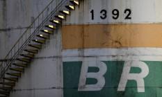 Tanque da Petrobras em Brasília Foto: UESLEI MARCELINO / Reuters