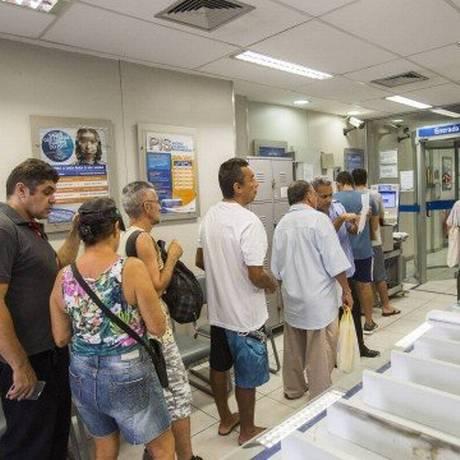 Atendimento dos bancos nos dias de jogos do Brasil poderá ser de quatro horas. Foto: Barbara Lopes